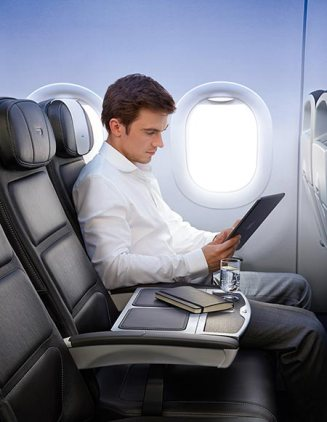 450x582-man-with-ipad-club-europe-A320_CE_10_Reading