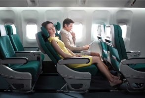 point-counterpoint-to-recline-or-not-to-recline-your-airplane-seat